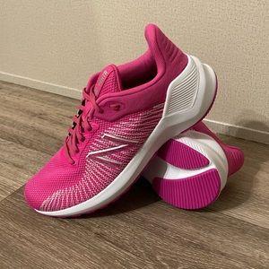 Women's New Balance Ventr Sneakers